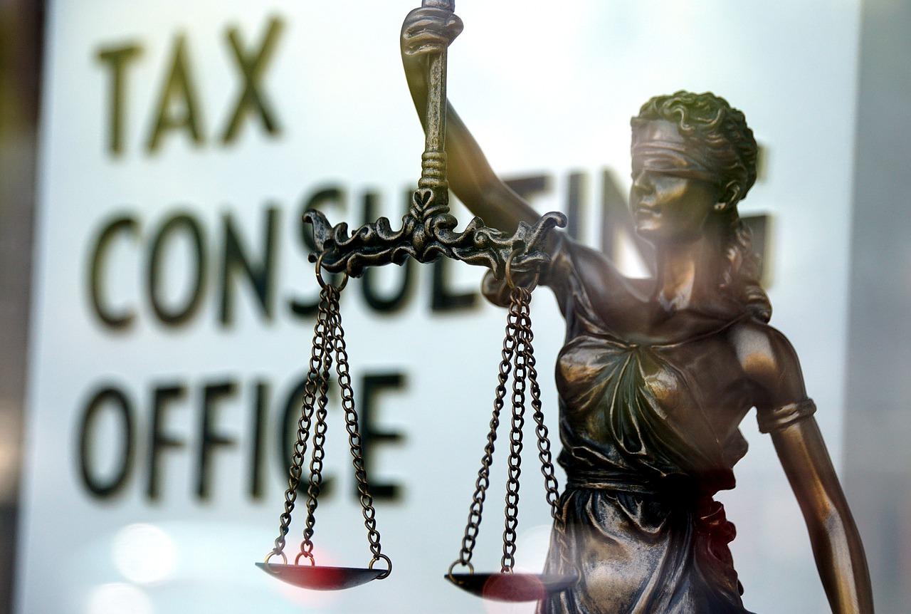 死亡保険金の受け取りにかかる税金の種類と内容を解説