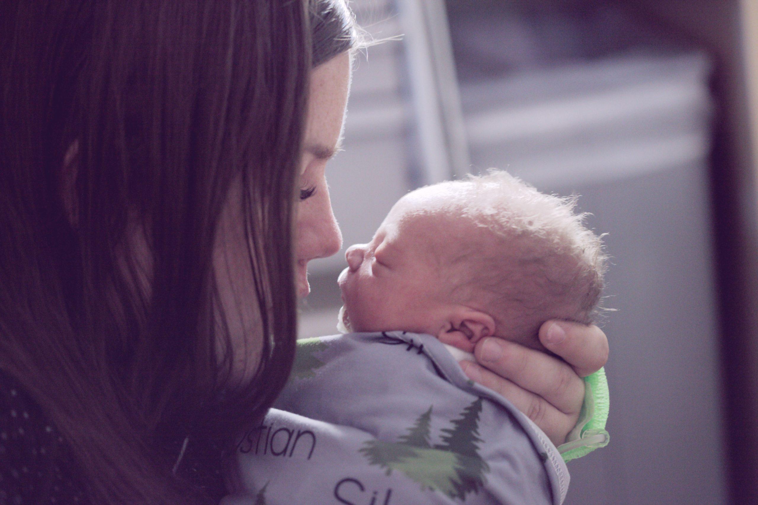 【産後ケア事業とは】家族等から支援を受けられない方を助ける事業です
