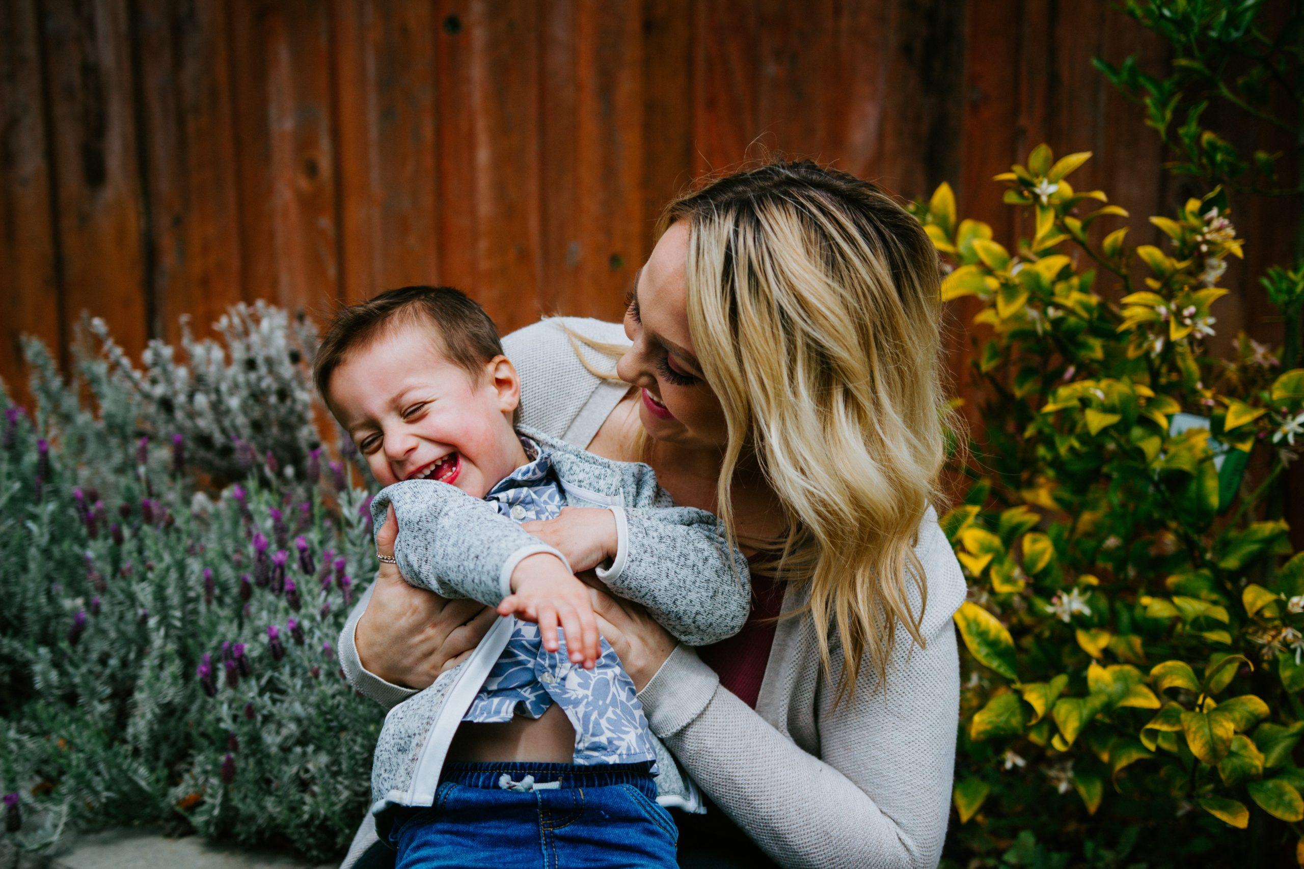 母子家庭等を支援する「ひとり親家庭等日常生活支援事業」とは